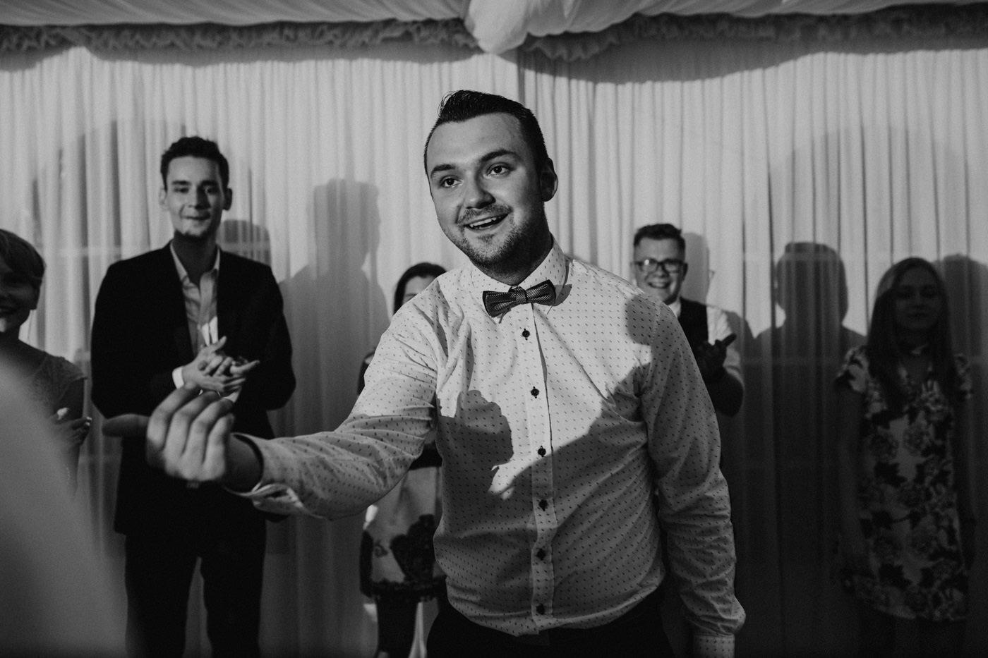 Piękny ślub plenerowy - Dwór Leśce 168