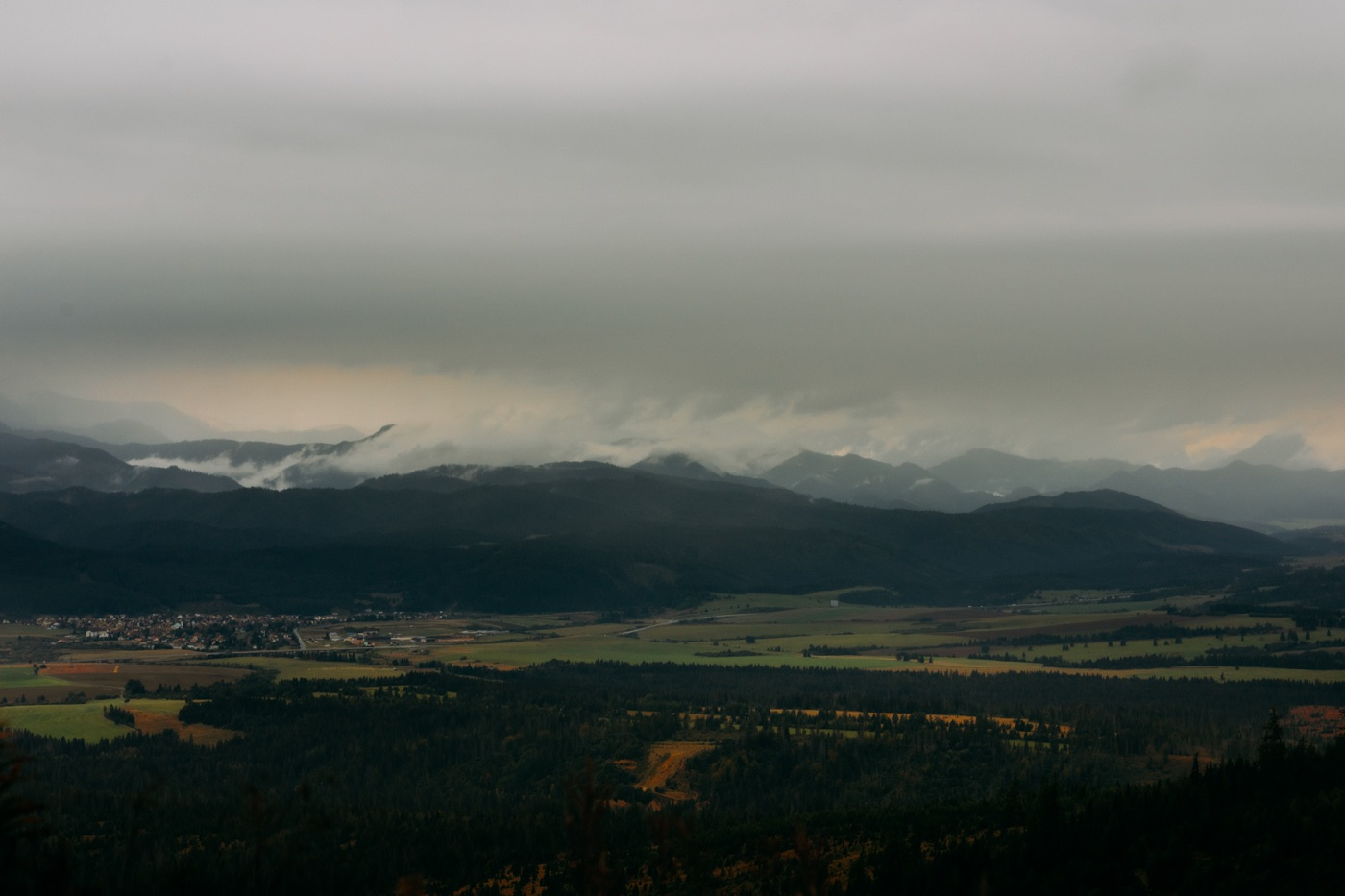 Szczyrbskie Jezioro (Štrbské Pleso) w Tatrach Słowackich 22